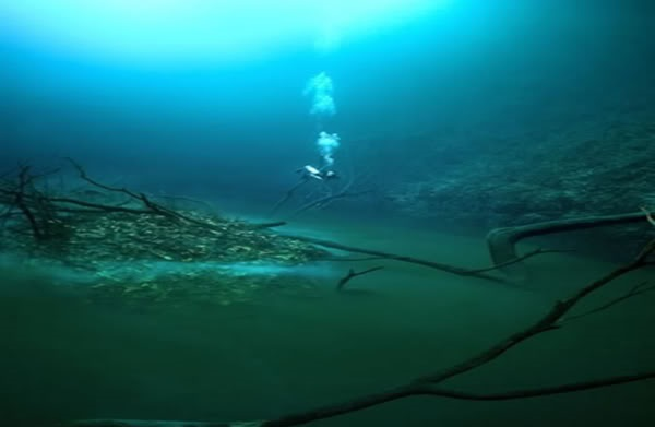 rio bajo el mar